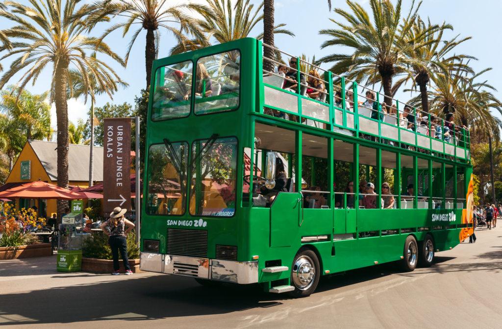 Safari bus i zoo