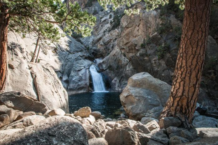 Kings canyon waterfall panorama